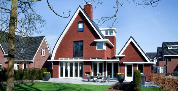 Jaren 30 woning, op slimme wijze geplaatst glas op het zuiden voor zonlicht en daglichtinval.