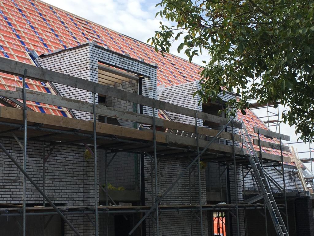 Metselwerk protalen als doorlopende dakkapel gemetseld
