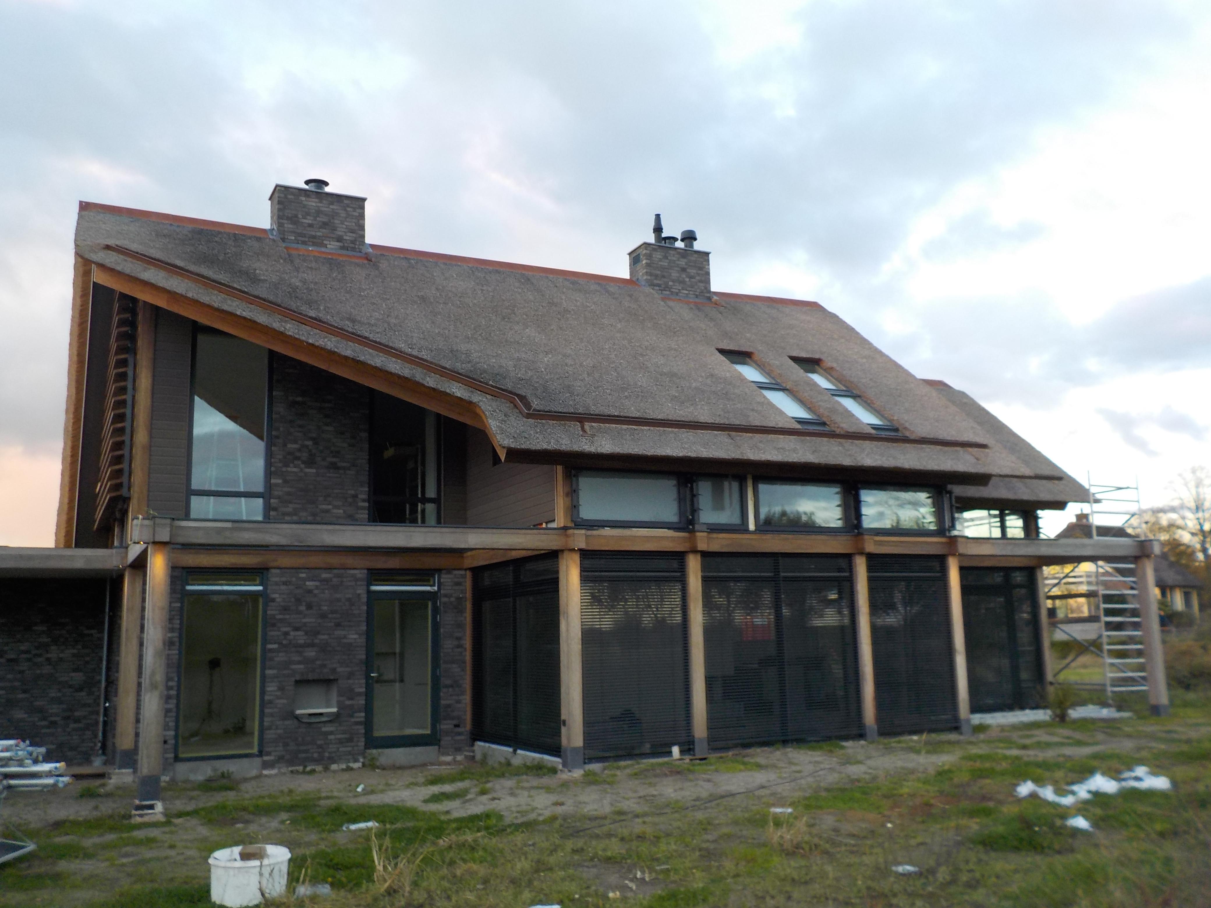 Glazen Vloer Huis : Post beam woning met staalskelet en betonnen vloeren
